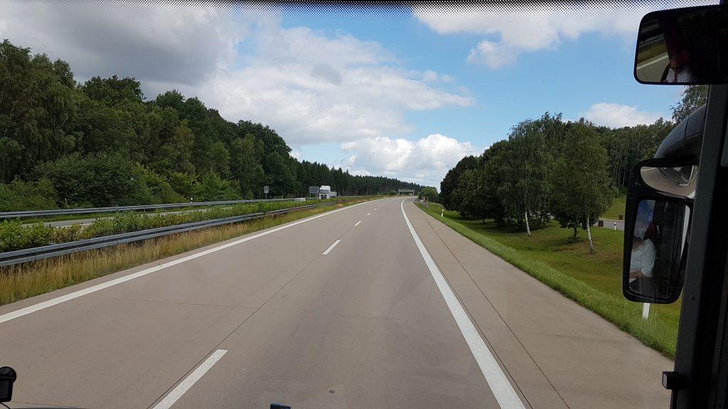 En trafikolycka stängde av trafiken ut från Berlin. På andra sidan olyckan var autobahn helt tom i norrgående riktning.