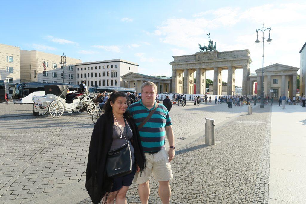 Jag och Daniela med Brandenburger Tor i bakgrunden.