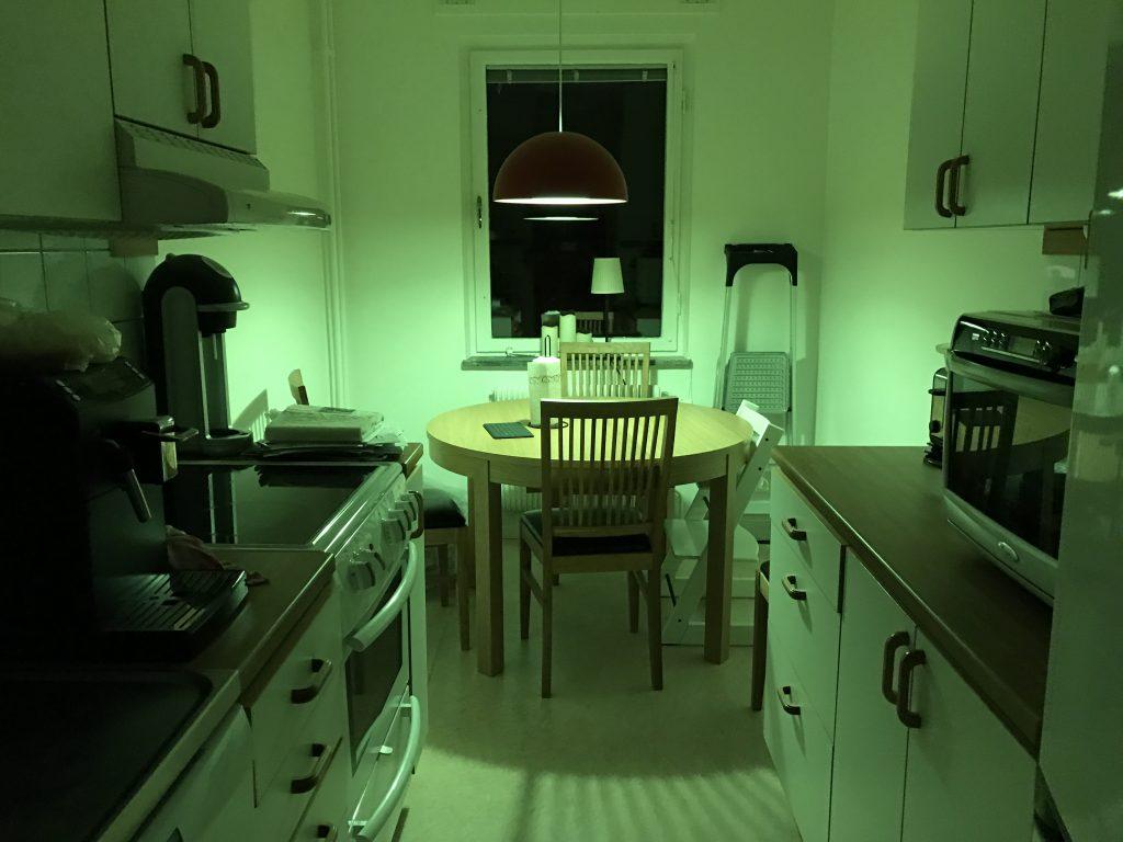 Köket har här antagit en grön färgton.
